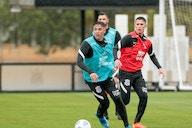 Após nove meses, Mantuan participa de toda a atividade do dia com elenco do Corinthians
