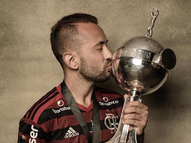 Perfil da Libertadores presta homenagem a Everton Ribeiro, aniversariante do dia