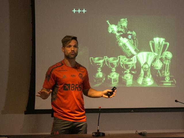 Gerente técnico do Fla, Juan agradece Diego Ribas por palestra concedida a Garotos do Ninho
