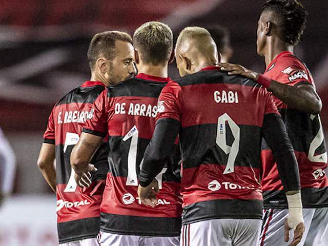 Ataque do Flamengo 'sustenta' falhas da defesa com alta média de gols