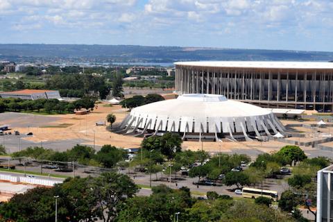 Imagem do artigo: https://image-service.onefootball.com/crop/face?h=810&image=https%3A%2F%2Fcolunadofla.com%2Fwp-content%2Fuploads%2F2021%2F04%2Fmane-garrincha-nilson-nelson-brasilia.png&q=25&w=1080