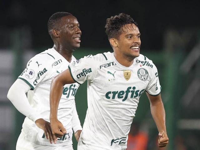 De olho no rival: com arbitragem duvidosa, Palmeiras vence último jogo antes de enfrentar o Flamengo