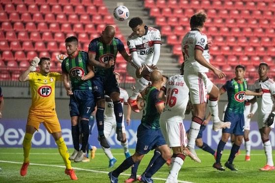 Imagem do artigo: https://image-service.onefootball.com/crop/face?h=810&image=https%3A%2F%2Fcolunadofla.com%2Fwp-content%2Fuploads%2F2021%2F05%2Fescanteio-flamengo-union-la-calera.jpg&q=25&w=1080