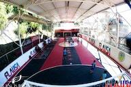 Com apoio de Gerson, embaixada do Flamengo reforma quadra de comunidade no Rio