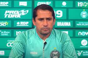 Imagem do artigo: https://image-service.onefootball.com/crop/face?h=810&image=https%3A%2F%2Fcolunadofla.com%2Fwp-content%2Fuploads%2F2021%2F06%2Ftecnico-coritiba-entrevista-flamengo.jpg&q=25&w=1080