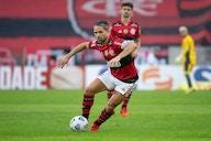 """""""Vira homem, seu otário"""": Transmissão flagra 'sermão' de Diego em jogador do São Paulo"""