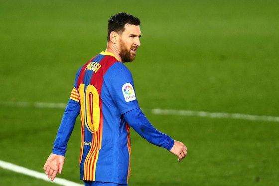 Imagem do artigo: https://image-service.onefootball.com/resize?fit=max&h=740&image=https%3A%2F%2Fconteudo.imguol.com.br%2Fc%2Fesporte%2F90%2F2021%2F04%2F10%2Flionel-messi-lamenta-durante-classico-entre-barcelona-e-real-madrid-valido-pelo-campeonato-espanhol-1618084279390_v2_1920x1314.jpg&q=25&w=1080