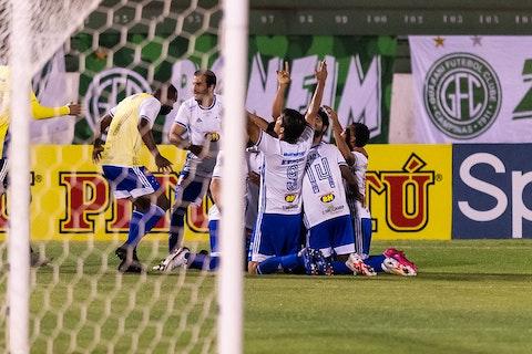 """Cruzeiro vence Guarani de virada e """"zera"""" pontuação na Série B ..."""