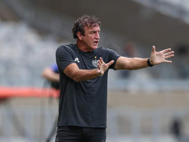 Cuca nega qualquer possibilidade de deixar o Atlético-MG