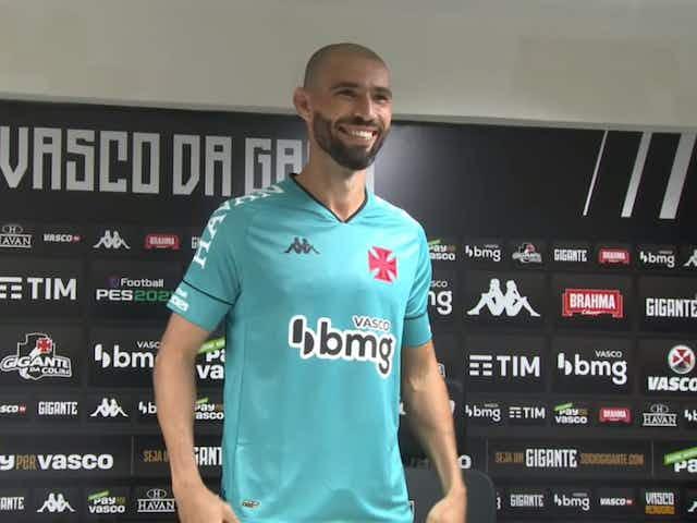 """Vanderlei é apresentado e afirma """"Sempre um prazer vestir uma camisa como a do Vasco"""""""