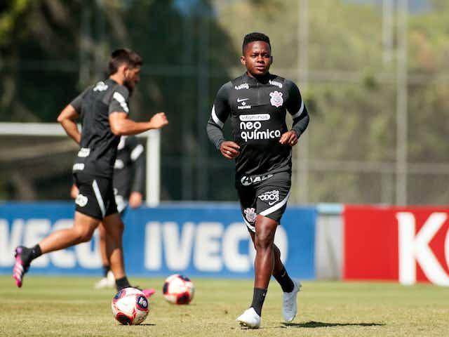 Corinthians treina com expectativa de retomada do Paulistão