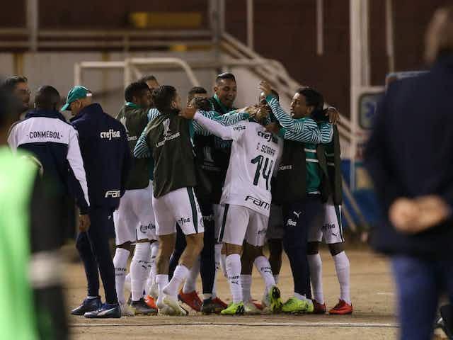 Na última visita ao Peru, Palmeiras goleou com grande atuação de Scarpa