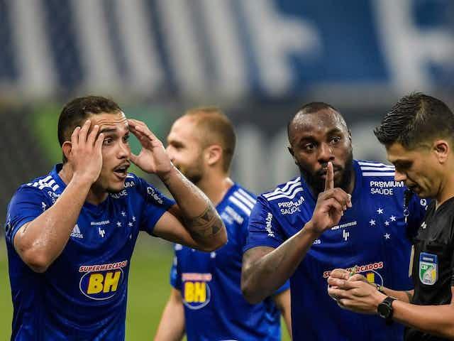Pottker tem média superior a um cartão recebido em cada dois jogos pelo Cruzeiro