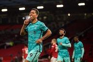 Firmino quebra jejum, Liverpool vence United e segue sonhando com vaga na Liga dos Campeões