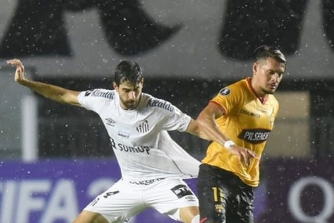 Imagem do artigo: https://image-service.onefootball.com/crop/face?h=810&image=https%3A%2F%2Ffutebolatino.lance.com.br%2Fwp-content%2Fuploads%2F2021%2F04%2FSantos-x-Barcelona-Guayaquil.jpg&q=25&w=1080