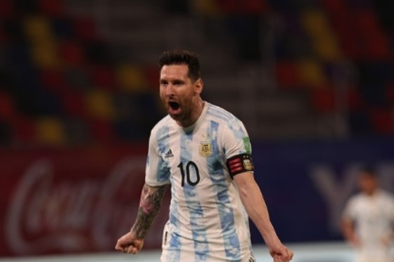 Imagem do artigo: https://image-service.onefootball.com/crop/face?h=810&image=https%3A%2F%2Ffutebolatino.lance.com.br%2Fwp-content%2Fuploads%2F2021%2F06%2FMessi-Argentina.jpg&q=25&w=1080
