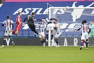 Com o primeiro gol de goleiro da história do Liverpool, Alisson arrancou vitória emocionante – e essencial