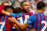 Depay chapelou o zagueiro e deu motivos para a torcida do Barça se empolgar com um golaço no amistoso contra o Stuttgart