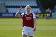 Leah Williamson signs new contract with Arsenal