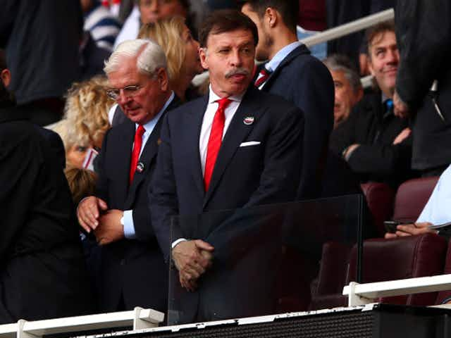 """Get out of our club"" – These Arsenal fans send a clear message to Stan Kroenke after ESL appears to collapse"