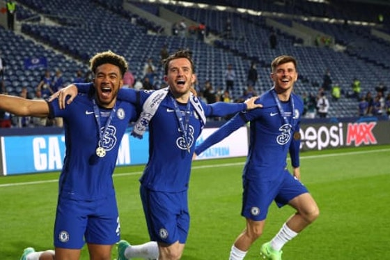 Article image: https://image-service.onefootball.com/crop/face?h=810&image=https%3A%2F%2Ficdn.chelsea-news.co%2Fwp-content%2Fuploads%2F2021%2F06%2FJames-Chilwell-Mount-cl-final-celebrations.jpg&q=25&w=1080