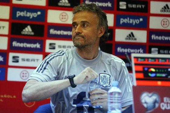Article image: https://image-service.onefootball.com/crop/face?h=810&image=https%3A%2F%2Ficdn.football-espana.net%2Fwp-content%2Fuploads%2F2021%2F03%2FLuis-Enrique-2.jpg&q=25&w=1080