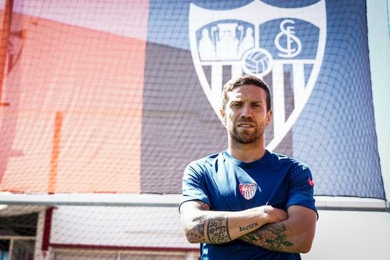 Article image: https://image-service.onefootball.com/crop/face?h=810&image=https%3A%2F%2Ficdn.football-espana.net%2Fwp-content%2Fuploads%2F2021%2F05%2FPapu-Gomez.jpg&q=25&w=1080