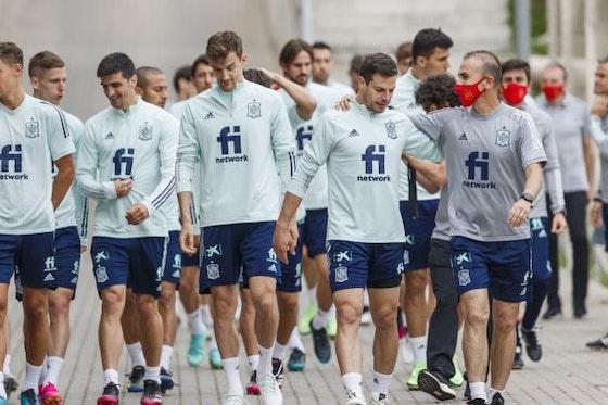 Article image: https://image-service.onefootball.com/resize?fit=max&h=608&image=https%3A%2F%2Ficdn.football-espana.net%2Fwp-content%2Fuploads%2F2021%2F06%2FLa-Roja-2.jpg&q=25&w=1080