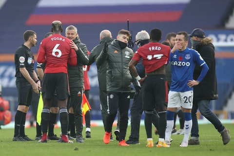 Article image: https://image-service.onefootball.com/crop/face?h=810&image=https%3A%2F%2Ficdn.strettynews.com%2Fwp-content%2Fuploads%2F2020%2F11%2Fpogba-solskjaer.jpg&q=25&w=1080