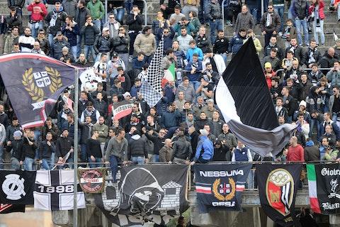 Gli Ultras Dell Ascoli Disertiamo Il Minuto Per Anna Frank Teatrino Mediatico Onefootball