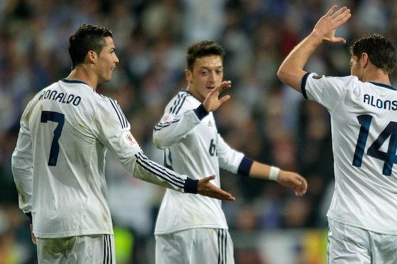 Real Madrid Xabi Alonso Schwarmt Von Seinen Ehemaligen Mitspielern Mesut Ozil Und Cristiano Ronaldo Onefootball