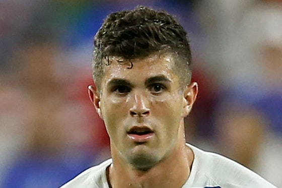 Article image: https://image-service.onefootball.com/crop/face?h=810&image=https%3A%2F%2Fimages.performgroup.com%2Fdi%2Flibrary%2Fomnisport%2F59%2Fb9%2Fchristian-pulisic-cropped_iwiiajgehmjn15xxv320xaqcm.jpg%3Ft%3D260528620&q=25&w=1080