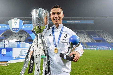 Article image: https://image-service.onefootball.com/crop/face?h=810&image=https%3A%2F%2Fimages.performgroup.com%2Fdi%2Flibrary%2Fomnisport%2Ff9%2Ff5%2Fcristiano-ronaldo_1magbkwkot8en1nca9xvjadk4i.jpg%3Ft%3D651366151&q=25&w=1080
