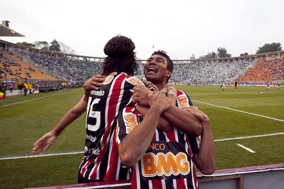 Imagem do artigo: https://image-service.onefootball.com/resize?fit=max&h=608&image=https%3A%2F%2Fimages2.minutemediacdn.com%2Fimage%2Fupload%2Fc_fill%2Cw_912%2Car_16%3A9%2Cf_auto%2Cq_auto%2Cg_auto%2Fshape%2Fcover%2Fsport%2FPalmeiras-v-Sao-Paulo---Serie-A-4e0ee6a7b0374bf7831f73665b9b1dfe.jpg&q=25&w=1080
