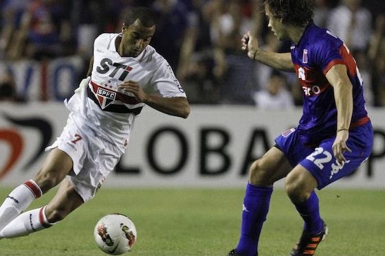 Imagem do artigo: https://image-service.onefootball.com/resize?fit=max&h=608&image=https%3A%2F%2Fimages2.minutemediacdn.com%2Fimage%2Fupload%2Fc_fill%2Cw_912%2Car_16%3A9%2Cf_auto%2Cq_auto%2Cg_auto%2Fshape%2Fcover%2Fsport%2FTigre-v-Sao-Paulo---Copa-Bridgestone-Sudamericana--aee6d780004a000600411c97e2e562c4.jpg&q=25&w=1080