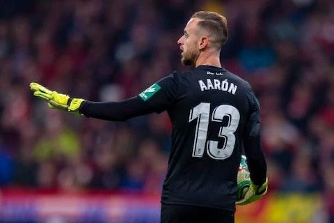 Aarón Escandell renueva con el Granada CF por tres temporadas - OneFootball