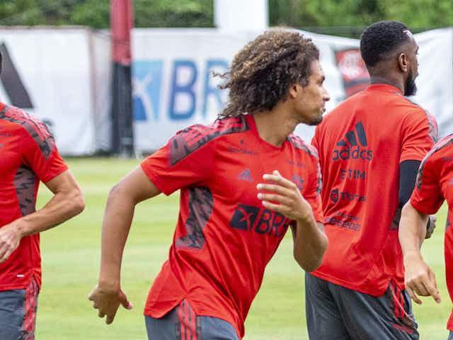 Flamengo se reapresenta após vitória na Libertadores; Rodrigo Caio é ausência em treino