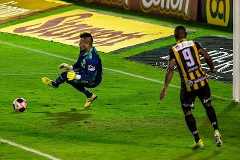 Imagem do artigo: https://image-service.onefootball.com/resize?fit=max&h=719&image=https%3A%2F%2Fmaisqueumjogo.com.br%2Fwp-content%2Fuploads%2F2021%2F05%2FDiego-Alves-Flamengo-020521.jpg&q=25&w=1080