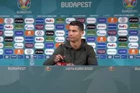 Imagem do artigo: https://image-service.onefootball.com/crop/face?h=810&image=https%3A%2F%2Fmaisqueumjogo.com.br%2Fwp-content%2Fuploads%2F2021%2F06%2FCristiano-Ronaldo-Coca-Cola.jpg&q=25&w=1080