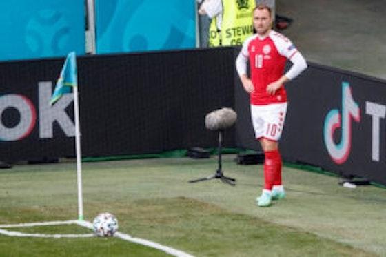 Imagem do artigo: https://image-service.onefootball.com/resize?fit=max&h=708&image=https%3A%2F%2Fmaisqueumjogo.com.br%2Fwp-content%2Fuploads%2F2021%2F06%2FEriksen-Dinamarca-130621-290x190.jpg&q=25&w=1080