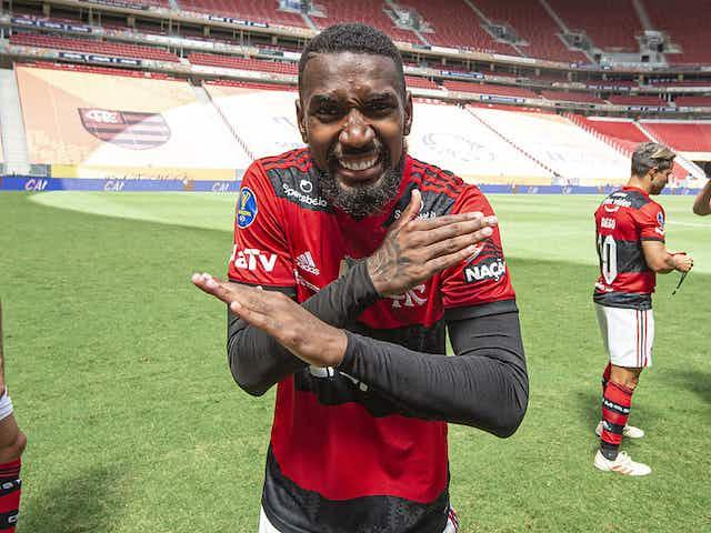 """Pai de Gerson descarta insatisfação no Flamengo: """"Estamos felizes"""""""