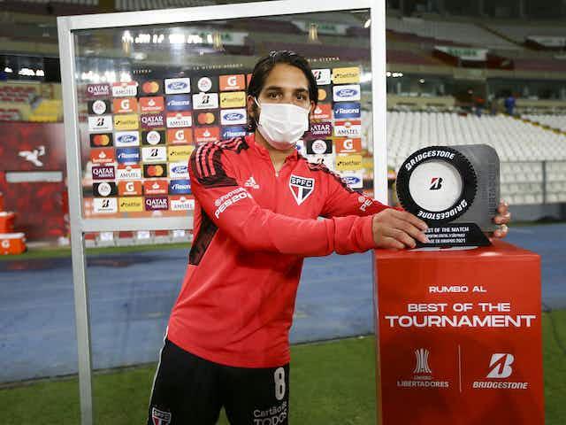 Benítez se destaca, prêmio de melhor da partida e primeiro com a camisa Tricolor