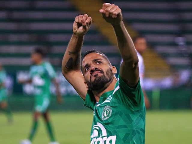 Botafogo encaminha as contratações de Anselmo Ramon e Chay