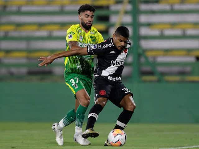Vasco renova contrato com lateral-direito Léo Matos