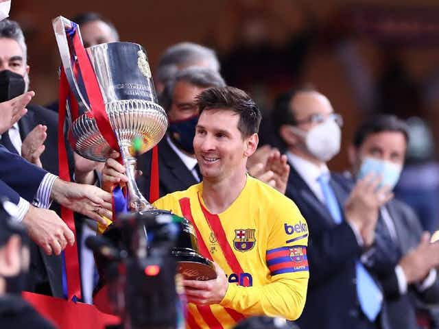 Lionel Messi se aproxima do recorde de Daniel Alves