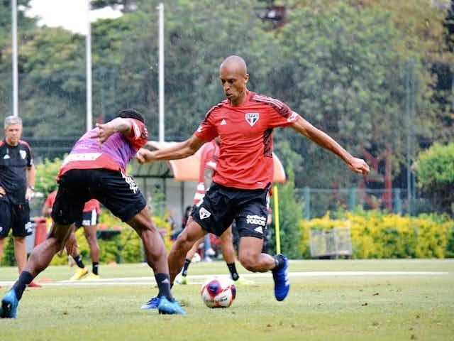 Miranda deve reestrear pelo São Paulo nesta quarta-feira diante do Guarani