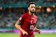 Hakan Çalhanoglu assina com a Inter de Milão até 2024