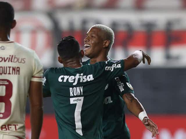 Em jogo maluco, Palmeiras faz 2 a 0, sofre empate e vence Universitario no fim