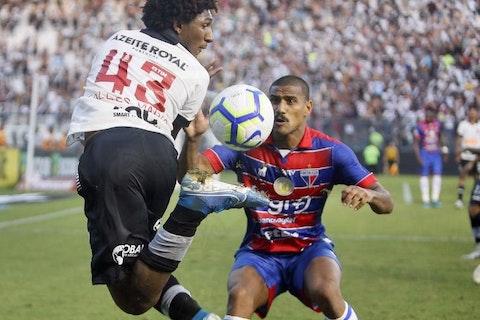 Imagem do artigo: https://image-service.onefootball.com/crop/face?h=810&image=https%3A%2F%2Fpaponacolina.com.br%2Fwp-content%2Fuploads%2F2021%2F02%2Ftalles-magno-deu-lambreta-sensacional-contra-o-fortaleza-1571004698410_v2_900x506.jpg&q=25&w=1080