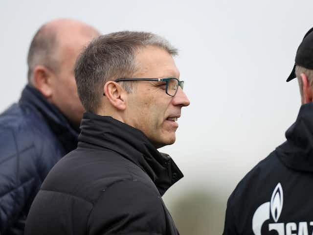 Schalke-Vorstand Peter Knäbel verurteilt Übergriffe auf die Mannschaft